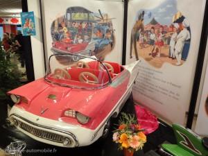 Martine à la foire - la voiture rose