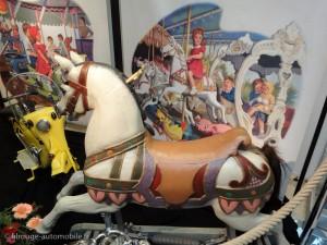 Martine à la foire - le cheval de bois