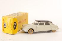 Dinky Toys 24CP - Citroën DS berline - avec vitres (curieux ajout de numérotation d'origine)