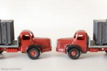 Dinky Toys 34B et 581- Berliet porte container - les 2 types de roues