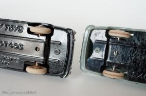 Dinky Toys 24B - Peugeot 403 berline - sans, puis avec échancrure pour attelage caravane