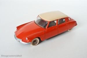 Dinky Toys 522 - Citroën DS berline - avec vitres et roues concaves