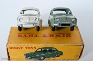 Dinky Toys 24E - Renault Dauphine - plaque minéralogique peinte et non peinte