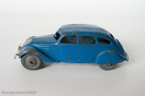 Dinky Toys 24k - Peugeot 402 limousine