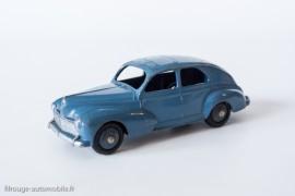 Peugeot 203 berline - Dinky Toys 24R - 2ème variante - petite lunette arrière et sans bouchon d'essence - bleu pétrole