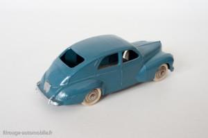 Dinky Toys 24R - Peugeot 203 berline - grande lunette arrière