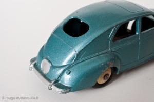 Dinky Toys 24R - Peugeot 203 berline - bouchon de réservoir rond