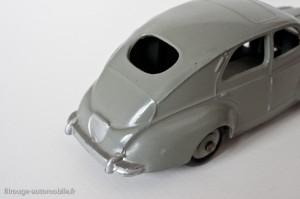 Dinky Toys 24R - Peugeot 203 berline - sans bouchon de réservoir