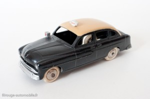 Dinky Toys 24XT - Ford Vedette 1954 taxi