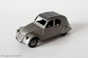 Dinky Toys 24T - Citroën 2CV - un feu arrière, axe arrière non maté