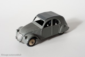 Dinky Toys 24T - Citroën 2CV - un feu arrière