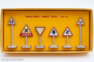 Dinky Toys 41 - Panneaux de signalisation Route