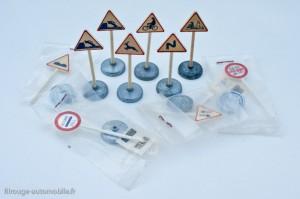 Dinky Toys - Panneaux de signalisation offerts en sachet