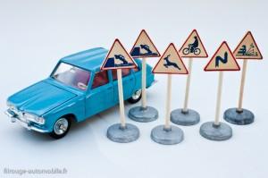 Dinky Toys - Panneaux de signalisation offerts, respect du 1/43éme