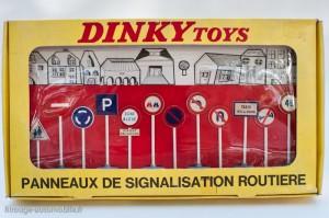 Dinky Toys 592 - Panneaux de signalisation Ville