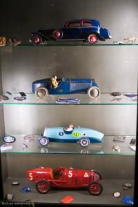 Vitrine de jouets en tôle - Manoir de l'automobile