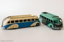 Dinky Toys 29E - Isobloc autocar - ailes et toit lisses - les deux versions