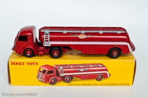Dinky Toys 576 - Panhard semi-citerne Esso - ailes moyennes, roues concaves