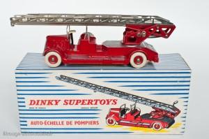 Dinky Toys 899 - Delahaye pompier grande échelle - roues concaves