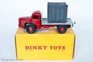 Dinky Toys 34B - Berliet porte container - 1ère version: crochet mobile et boite non illustrée