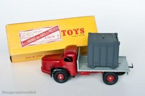 Dinky Toys 34B - Berliet porte container - curiosité, étiquette de revendeur
