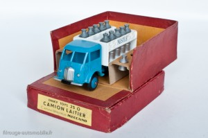 Dinky Toys 25O - Ford camion laitier