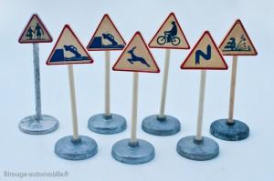 Dinky Toys - quelques panneaux offerts, à gauche un panneaux réf. 40