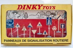 Dinky Toys 593 - Coffrets de 12 panneaux route