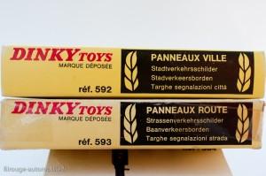 Dinky Toys 592 et 593 - Coffrets de 12 panneaux ville et route