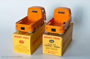 Dinky Toys 563 - Renault Estafette pick-up bâchée - Dos de cabines différents sur les 2 types de boites (ordre logique inversé sur la photo)
