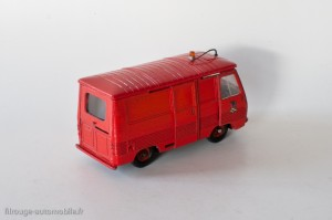 Dinky Toys 570P - Peugeot J7 pompiers