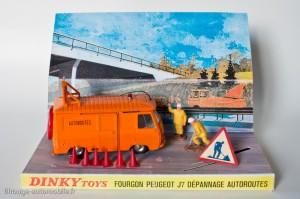 Dinky Toys 570A - Peugeot J7 autoroute