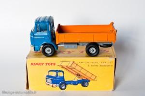Dinky Toys 585 - Berliet GAK benne basculante 1er type à 13 nervures