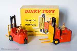 Dinky Toys 597 - Coventry chariot à fourche - roues convexes et concaves