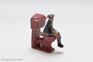 Dinky Toys 104 f et 2 g - cuvette de WC et garçonnet - l'échelle est compatible