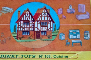 Dinky Toys 103 - Coffret mobiler miniature: cuisine - détail