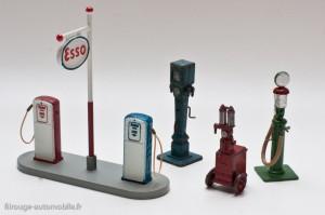 Dinky Toys 49 D - poste à essence Esso et pompes avant guerre