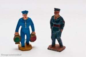 Dinky Toys 1-d et 10-5- Porteur en métal et lampiste en plastique