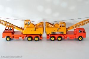 Dinky Toys 972 - Coles camion grue - modéle français à gauche, anglais à droite - 2 et 1 chauffeurs