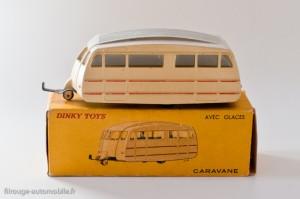 Dinky Toys 811 - caravane Hénon toit strié