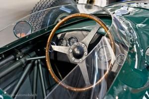Poste de pilotage Vanwall - Rétromobile 2013