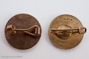 Systèmes d'attache des insignes des Club Dinky Toys anglais et français