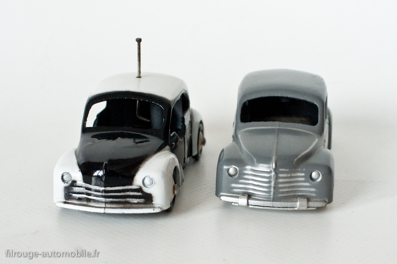 une voiture  une miniature   la 4 cv renault