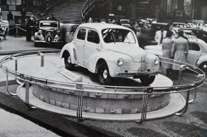 Renault 4 CV - le salon de l'auto 1946