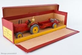 Boite Dinky Toys Tracteur et épandeur d'engrais, 1950 - une des premières tentatives de boite française