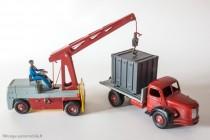 Dinky Toy 34 B - Berliet GLM 10 Plateau avec container - avec grue Salev réf. 50, source de jeux