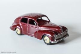 Peugeot 203 berline - Dinky Toys 24R - 1ère variante - petite lunette arrière et bouchon d'essence rond - fragile couleur bordeaux