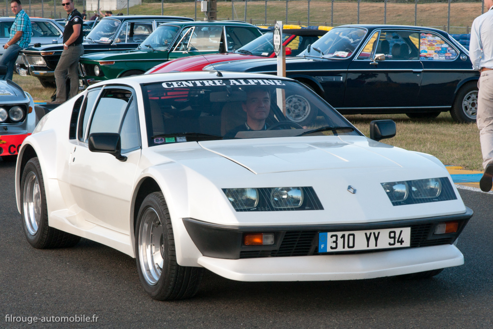 une voiture  une miniature   renault alpine a310 v6 pack