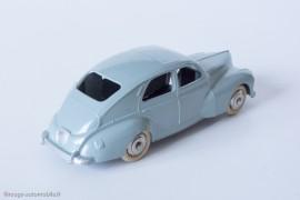 Peugeot 203 berline - Dinky Toys 24R - 3ème variante - grande lunette arrière et trappe d'essence carrée - gris clair