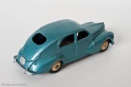 Peugeot 203 berline - Dinky Toys 24R - 1ère variante - petite lunette arrière et bouchon d'essence rond - bleu vert métallisé